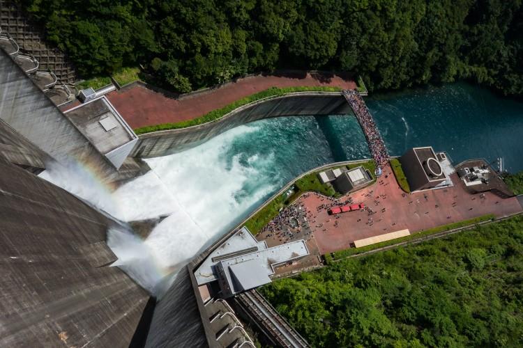 宮ケ瀬ダムの放流