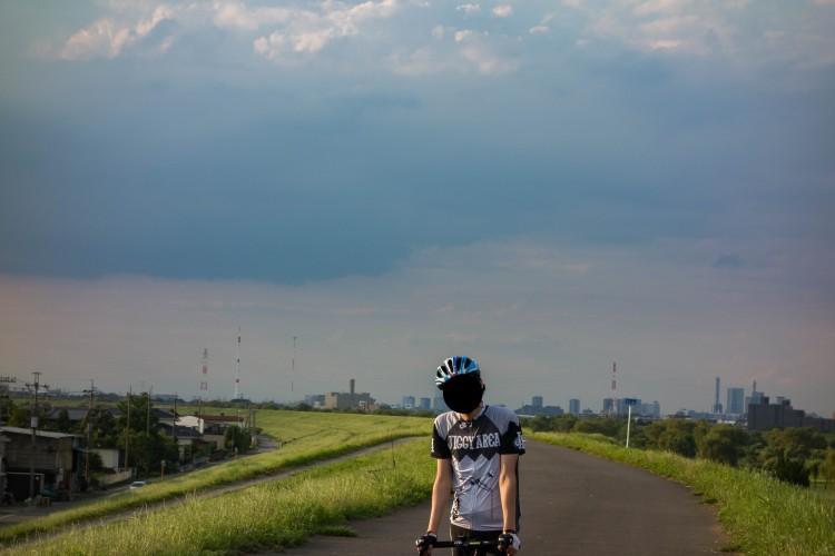 荒川サイクリングロードの夕日と限界のT氏