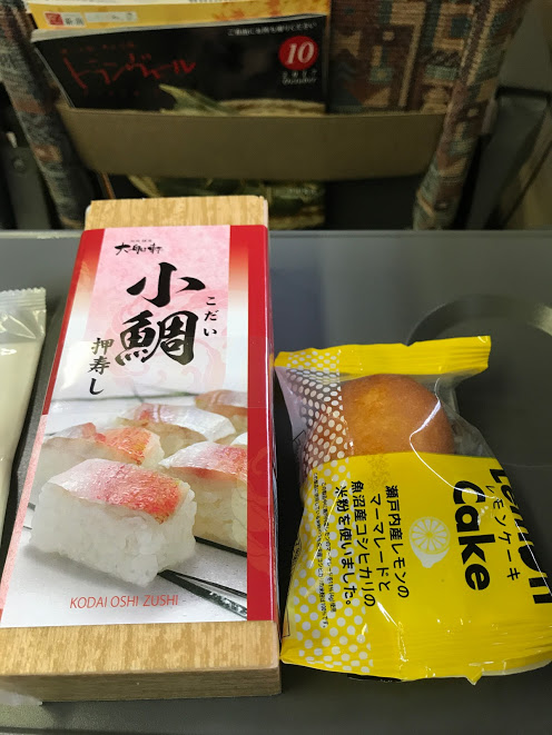 寝ないで新幹線に乗って朝ごはんを買ったけど全く食欲がない私